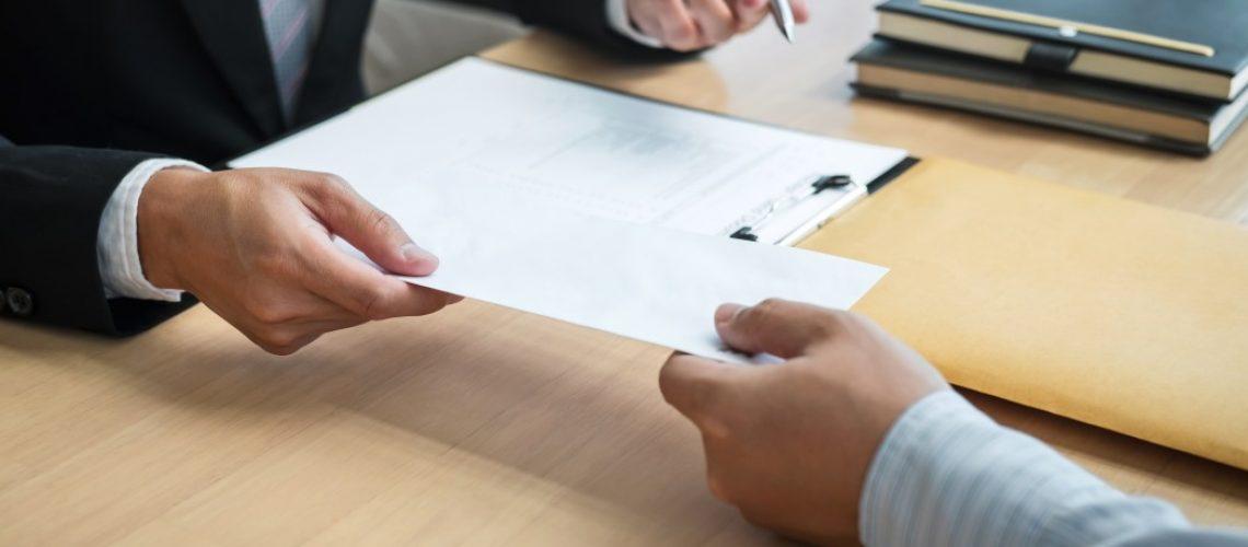 Quais são os prazos para pagamento das verbas rescisórias e o que empresas e empregados devem fazer para garantir seus direitos